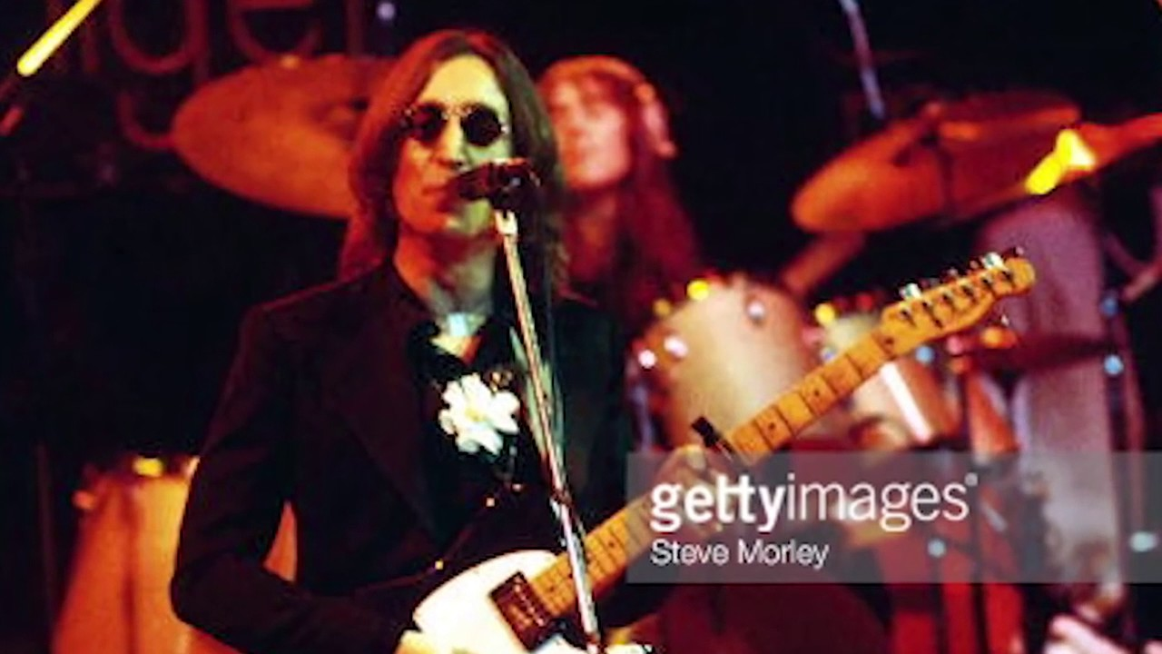 Back-In-Time-Elton-John-and-John-Lennon-performing-I-Saw-He-Standing-There